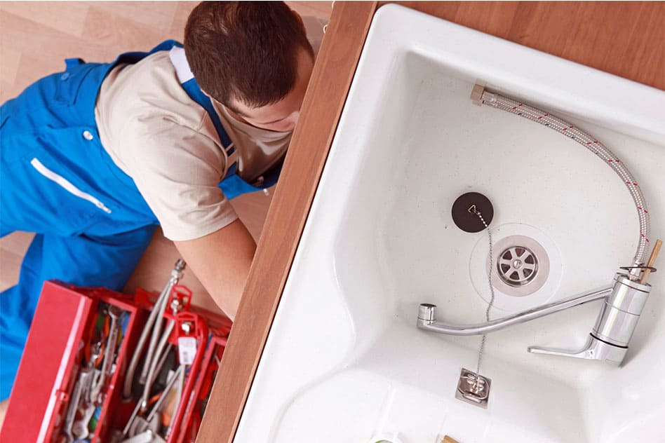 How is the leakage issue managed with the plumber in Reading services?